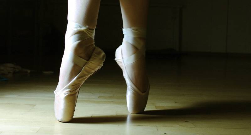 En pointe ballerina balances with grace and steadiness.